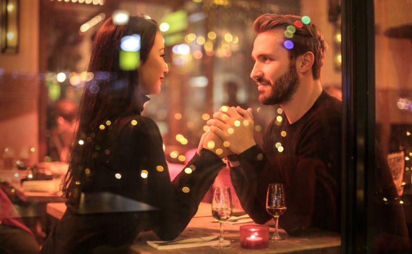 Gesprächsthemen beim ersten Date – Tipps und NoGos